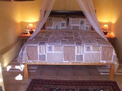 Queen bed in the main bedroom