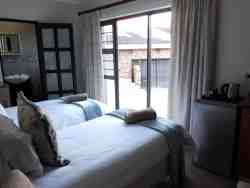 Blue Sea Unit 2 - Two single beds can convert to King size double bed