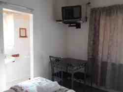 Double bed unit TV (room 1)