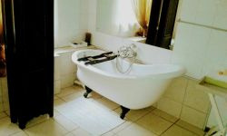 All our bathrooms are en-suite, with different kinds of bathtubs in each room.