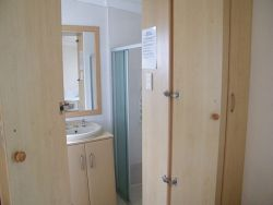 Bathroom to Cottage B