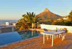 Swimming pool with views of Table Mountain, Lions Head and the sea