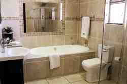 Executive en-suite bathroom