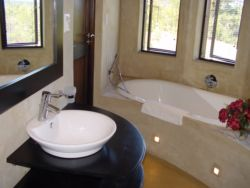 Fish Eagle Chalet's bathroom