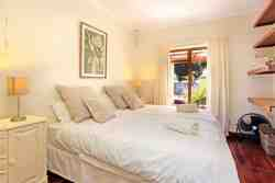 Cottage bedroom: 2 x single beds