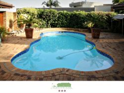 De Keurboom Guesthouses - Shared Swimming pool at Reception