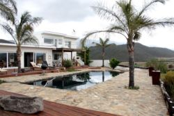 De Rust View's pool area with wonderfull views of the Klein Karoo