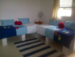 living area with 2 single beds