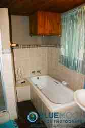 Tipperary cottage: Full en-suite bathroom