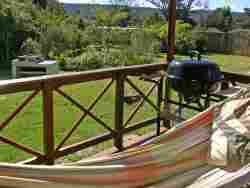 Stoep with dining set, hammock, braai & kettle-braai in luxury (Copyright Forest Edge)