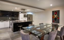 1 Bedroom Apartment Dining & Kitchen