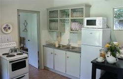 Nguni Cottage's charming country kitchen.