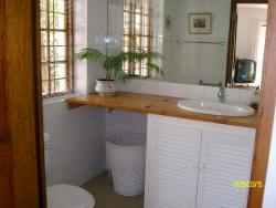 Garden Flat Bathroom