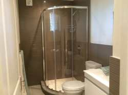 en suite bathroom to twin bedroom