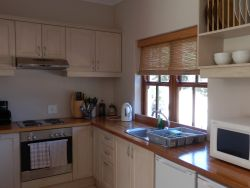 Guinea Fowl Cottage - kitchen