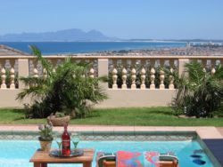 Relax by the Pool and enjoy the spectactular sea view across False Bay to Table Mountain