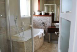 Hotel Zum Kaiser Bathrooms