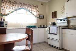 Alan Paton Cottage Kitchen - available to those who have booked Alan Paton Cottage