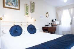 Chill Thyme Room - Double Room with en suite Bathroom