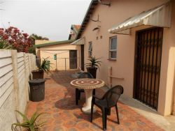 private units courtyard,relax in have your braais