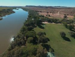 Ample amounts of camping grass situated on the banks of the Orange River.