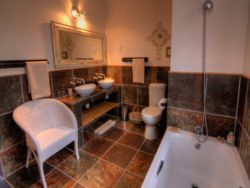 En-suite Bathroom with Bath in Krans No 3 and Kanon no 2 cottages