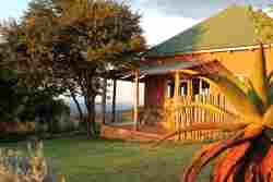 Thora Boloka Cottage is perched on the edge of the Kudu's River Valley and has magnificent views