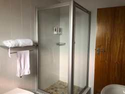 ROOM 3 - BATHROOM