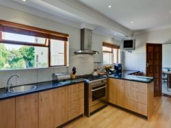 Spacious kitchen with Gas Hobb and oven