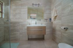 En-suite bathroom walk in shower