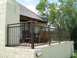Fish Eagle Deck with built-in braai