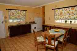 Weilies Cottage Unit 1 - Fully equipped kitchen.