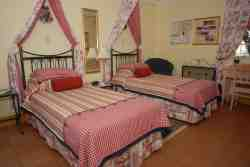 Stone Cottage Unit 4- Twin beds convert into King size bed