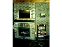 Lothlorien Cottage - Cozy fireplace in lounge and small library and family games and puzzles
