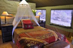 Double bed tent unit