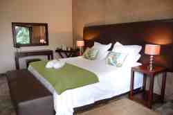 Double Room, en suite, airconditioned, ceiling fan, DSTV and coffee/tea