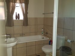 Mosselbay Accommodation Portobelo No.25 en-suite Bathroom