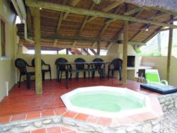 Outside braai area with cold-water jacuzzi