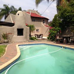 Self-catering braai and pool