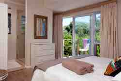 Master queen bedroom with en-suite and private deck
