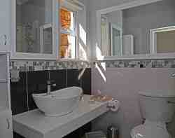 Whale Garden Suite Bathroom