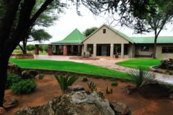 Otjiwa-Safari-Lodge-ResDest-Namibia-Otjiwarongo- Central region-Garden cour