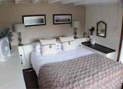 Queen size bed with luxury linen