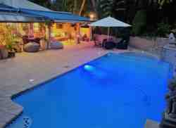 Dining & rela area by pool