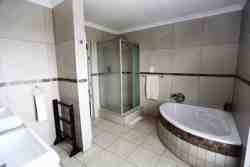 Deluxe room 2 en-suite bathroom