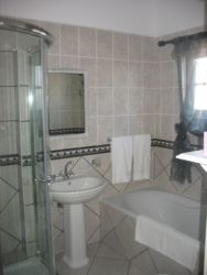 Room 4 Bathroom (Bath & Shower)
