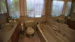 En-suite bathroom. Toilet, shower,bath,wash basin