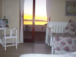Beautiful sunrises&seaviews from main bedroom(king bed)&single day bed.