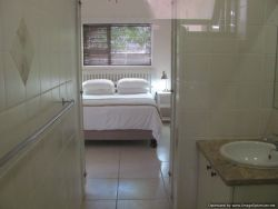 Ruchlaw Self-Catering Flat Ensuite Bathroom