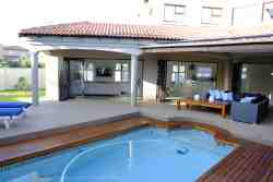 Heated pool and fully fenced garden, including pool net for your kids/dogs safety